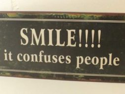 Blechschildershop.ch – Smile it Confuses People