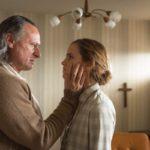 Colonia - Szenen - 02 Paul Schäfer (Michael Nyqvist), Lena (Emma Watson)