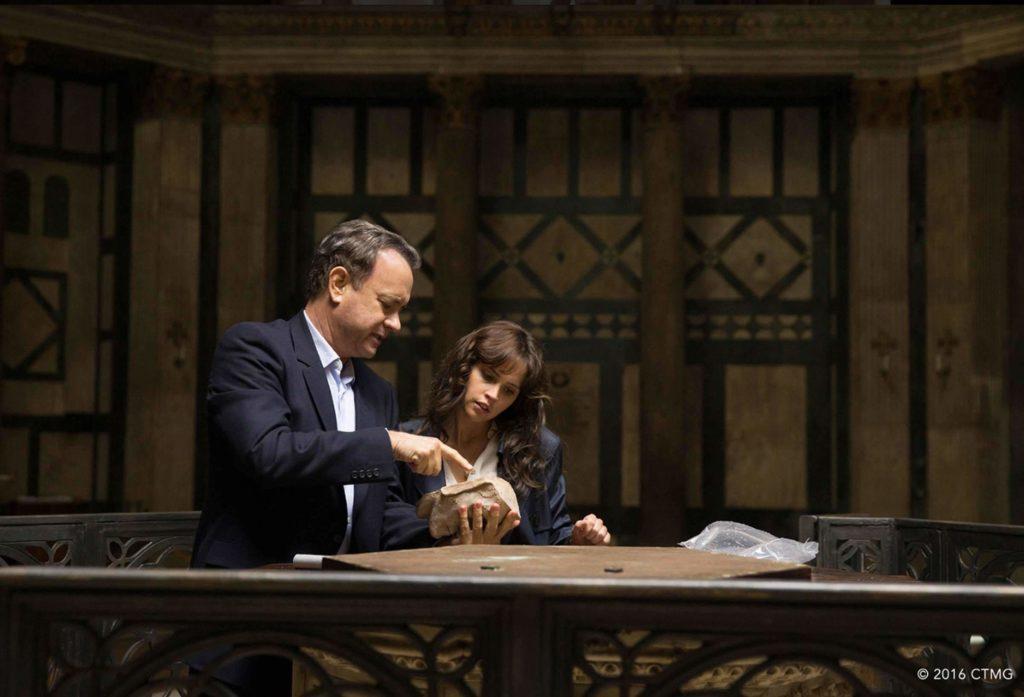 Hanks und Jones im Baptisterium in Florenz - Bildquelle Sony