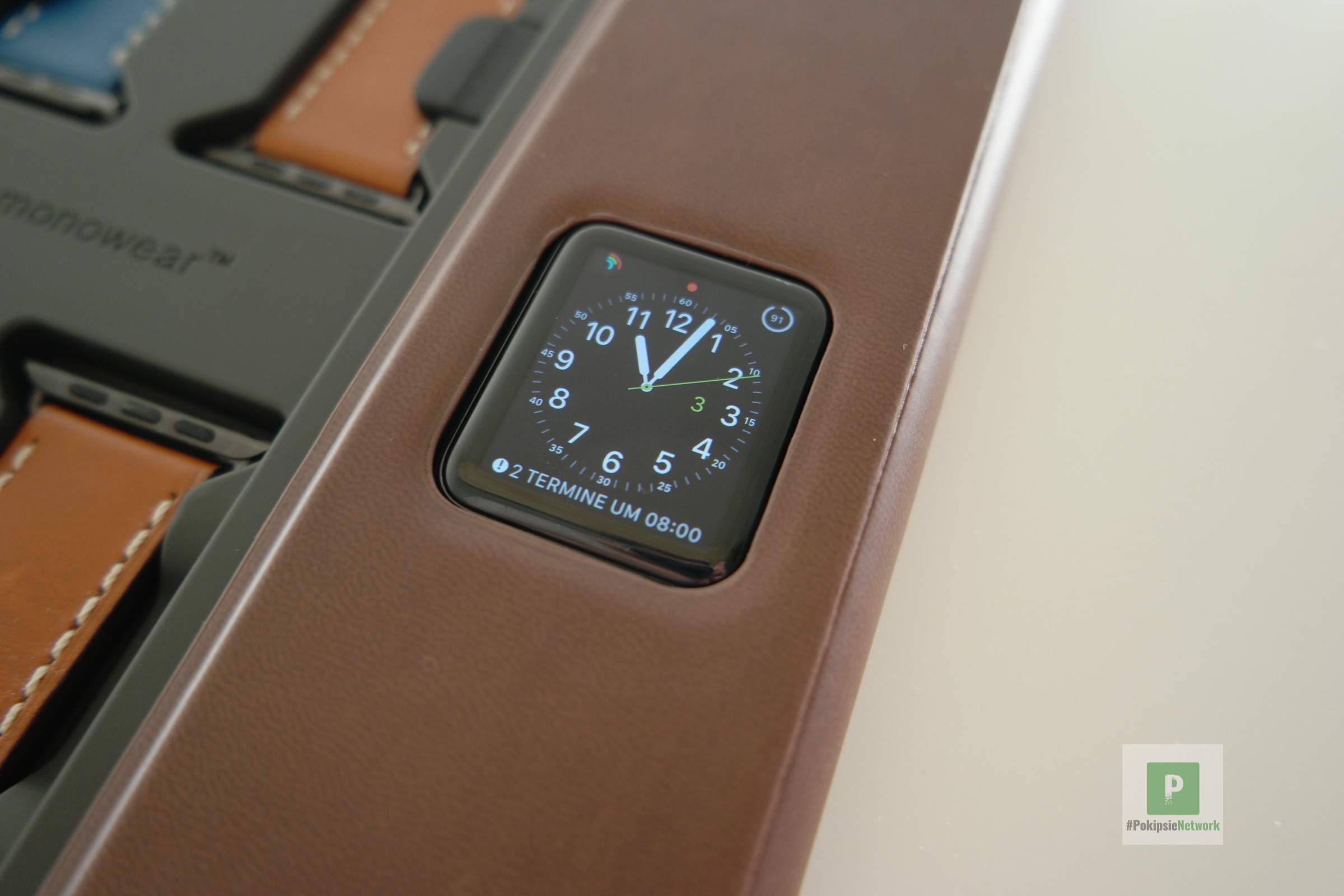 MonoWear MonoChest Apple Watch Bänder in organisiert