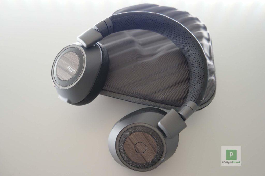 Kopfhörer auf der Aufbewahrbox
