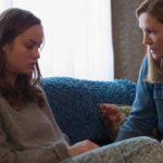 Room - Szenen - 04 Ma (Brie Larson), Nancy (Joan Allen)