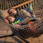 Room - Szenen - 08 Jack (Jacob Tremblay), Ma (Brie Larson)