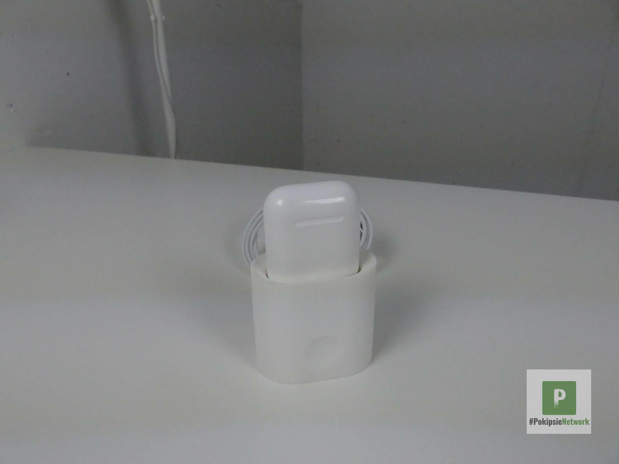 AirPods Hülle aufgesteckt