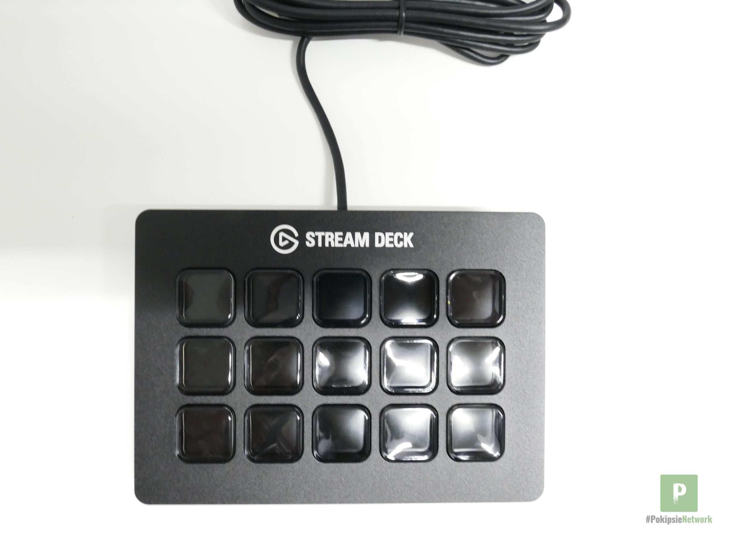 Das Stream Deck mit USB-Kabel