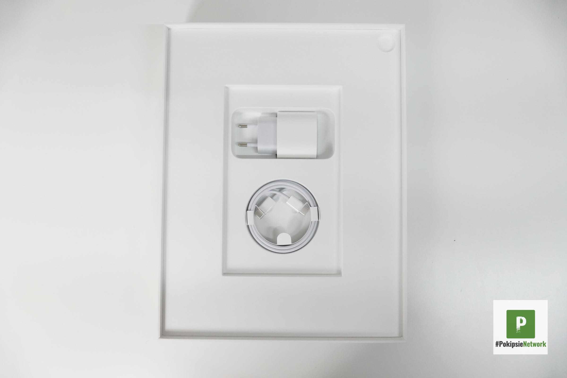 Der 18W Adapter und das USB-C-Kabel