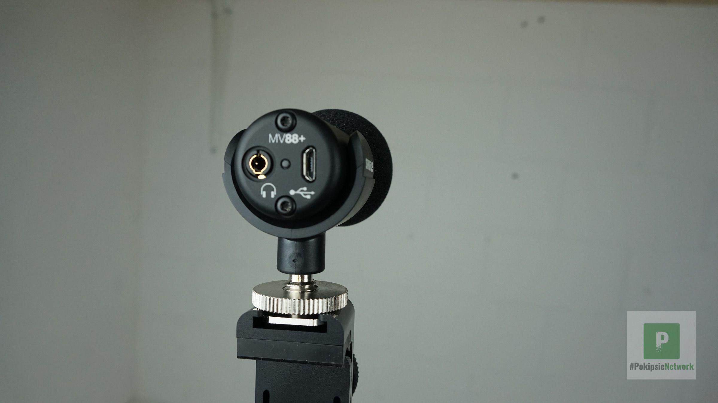 Der 3.5 mm Klinken- und microUSB-Port auf der Rückseite