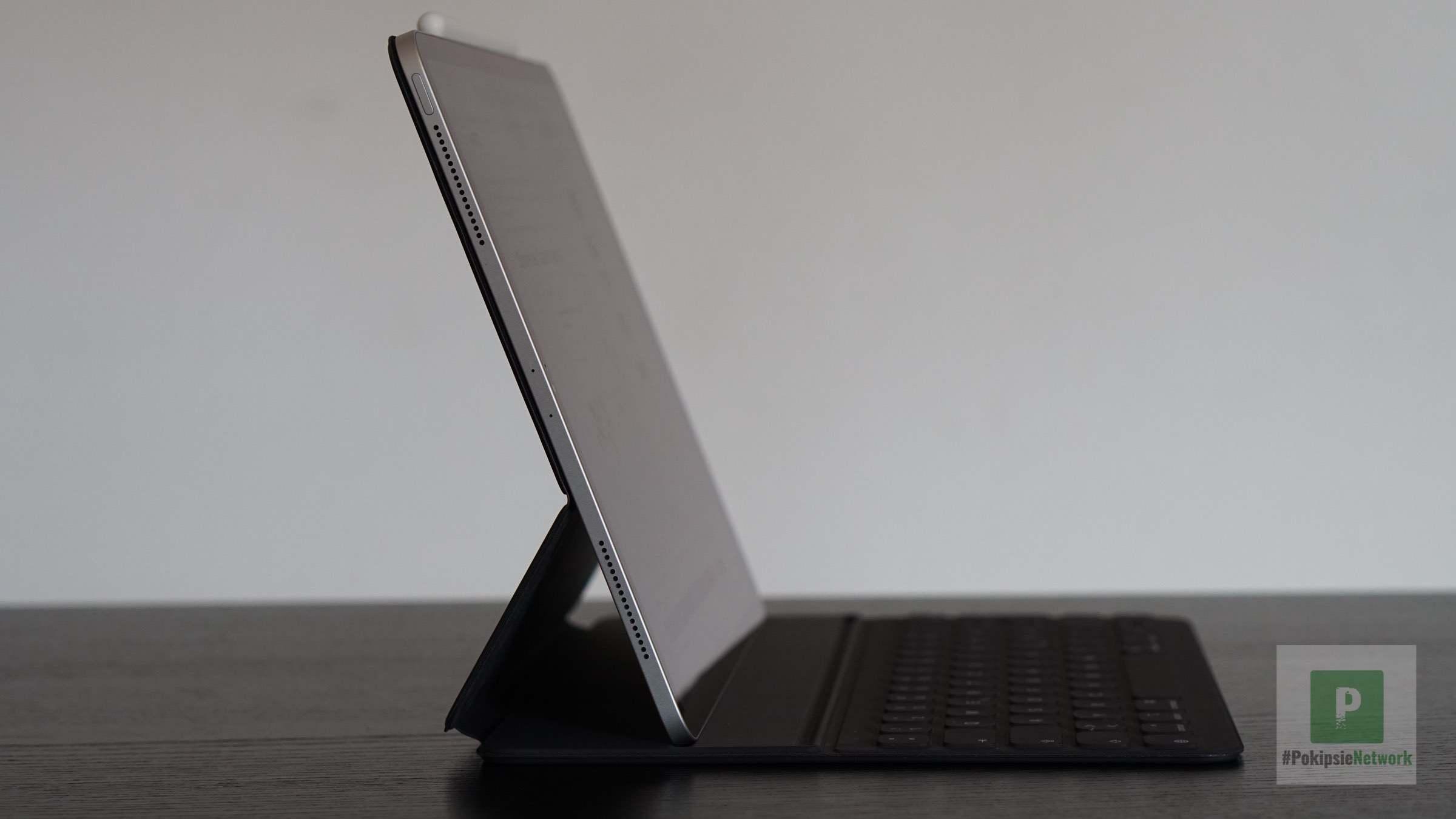 Die seitliche Ansicht vom Keyboard in der steileren Position