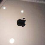 Die Rückseite vom iPad ist komplett sichtbar