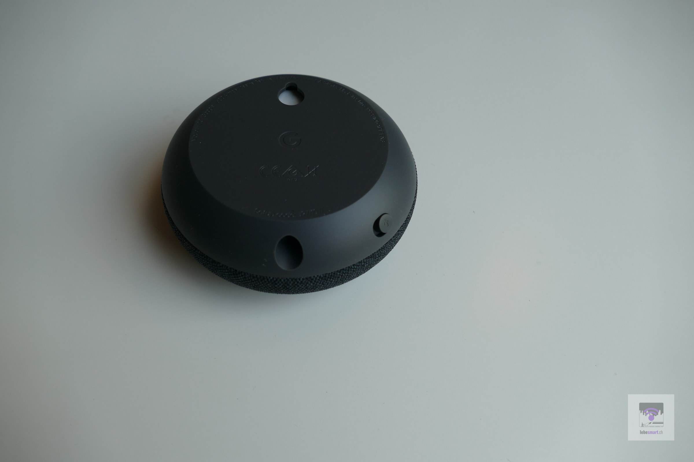 Strom-Port und Mikrofon Mute-Regler