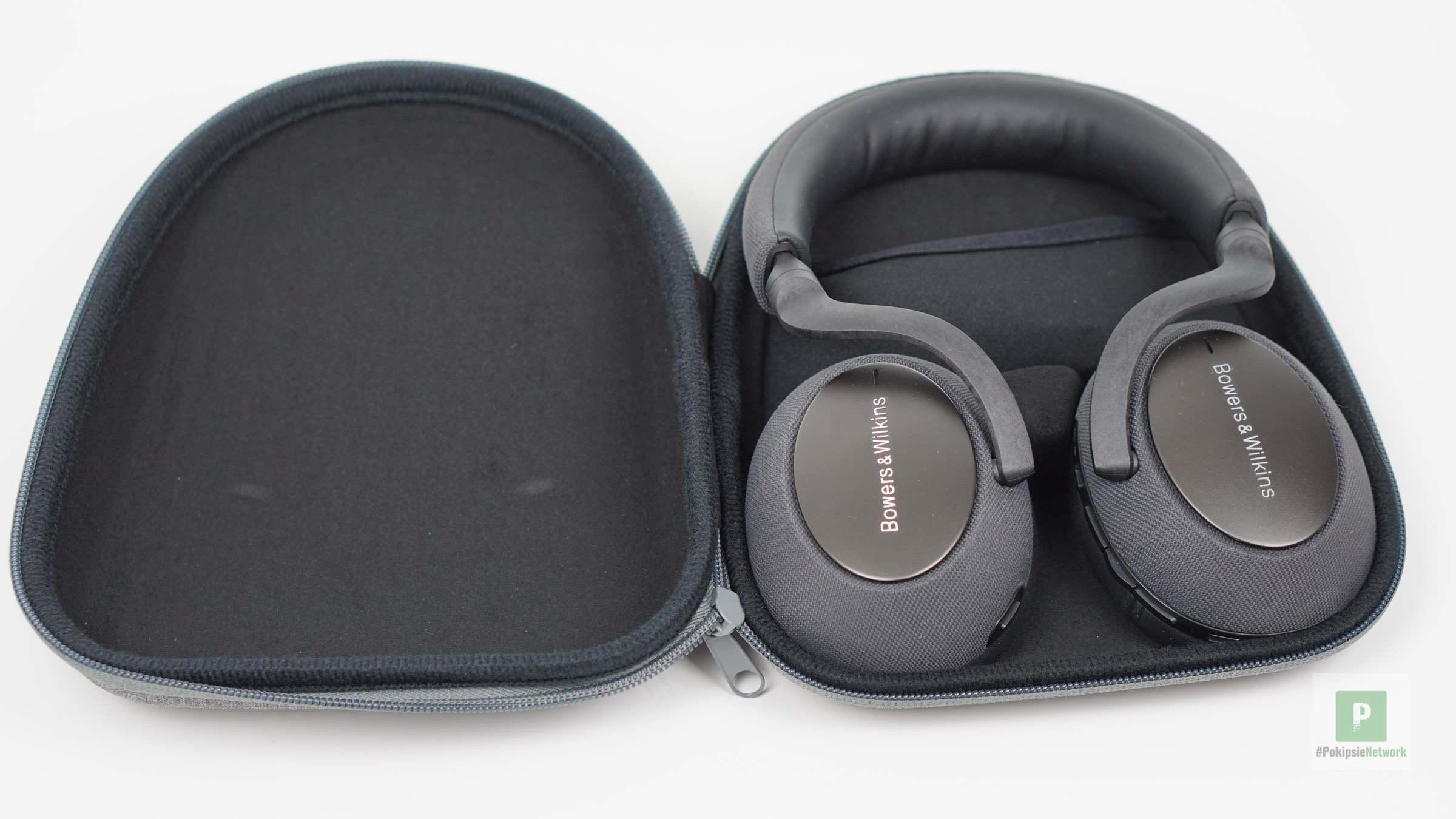 Kopfhörer im Hardcase