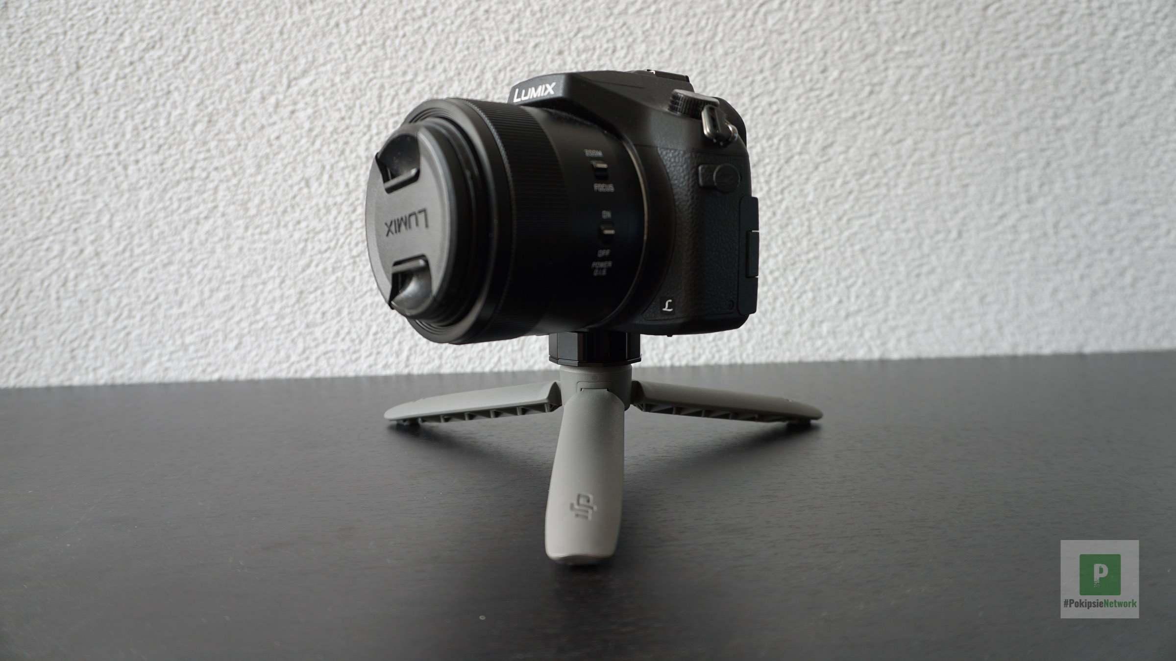 Kamera und Stativ vereint