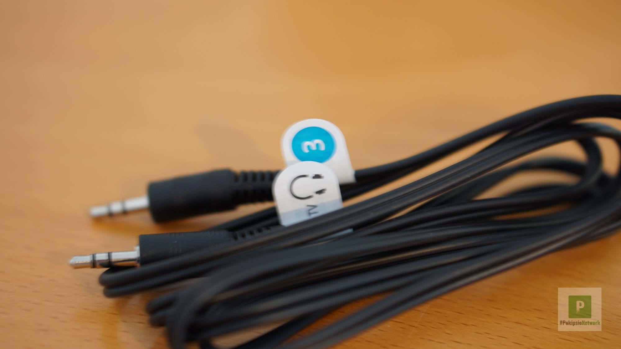 Beigelegte Kabel sind farblich markiert