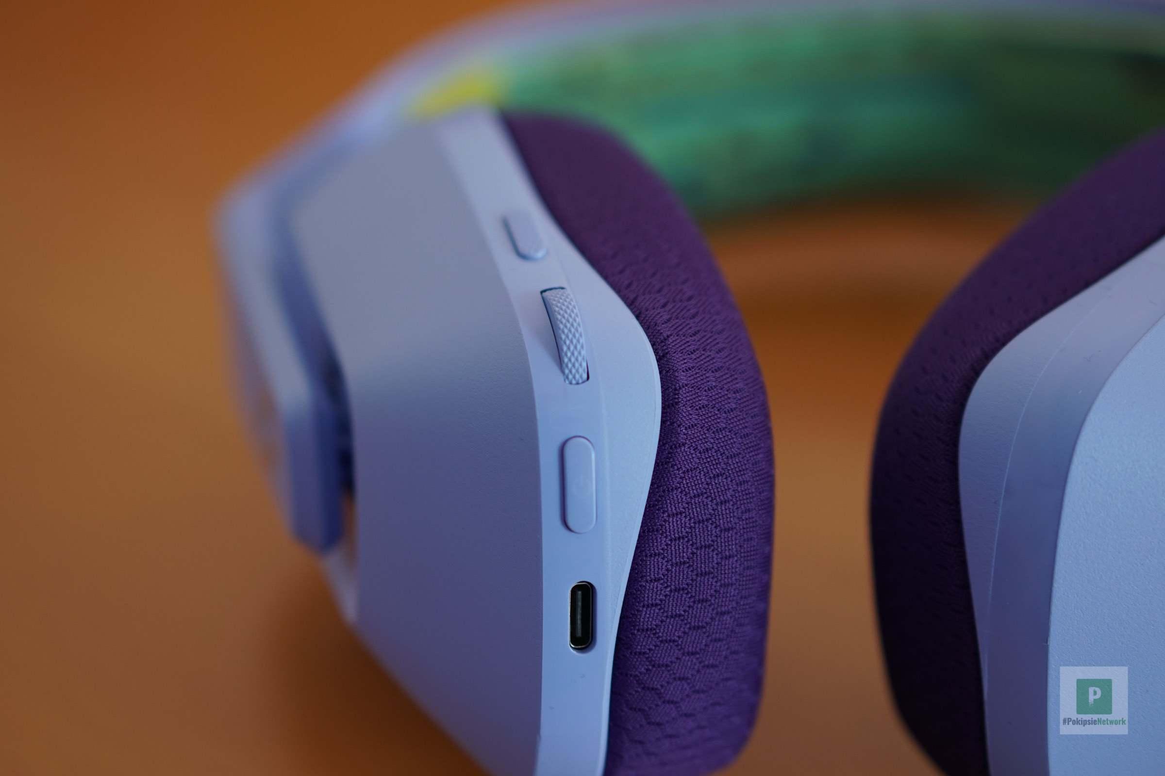 Die Bedienelemente am Kopfhörer