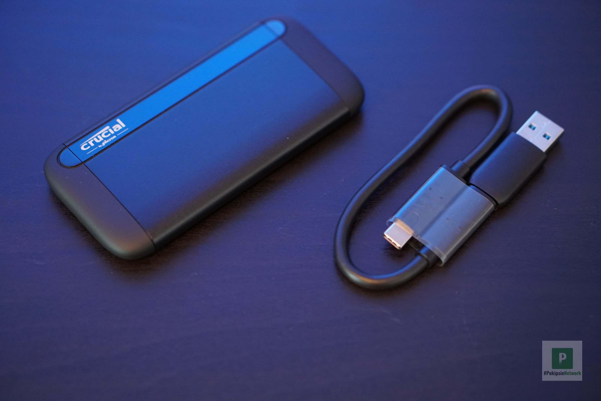 Die SSD und das dazugehörige Kabel