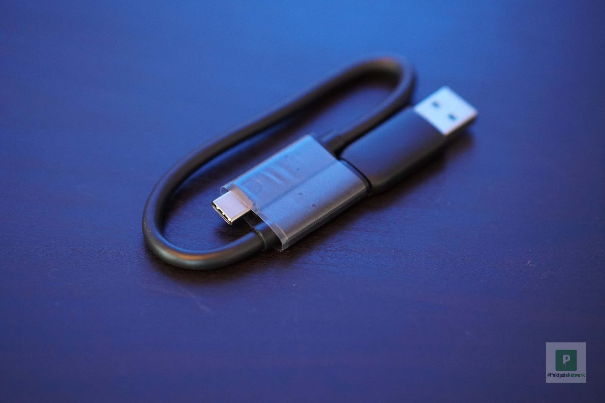 Das USB-A-/USB-C- auf USB-C-Kabel