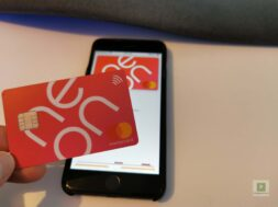 Neon und Apple Pay